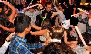 Dj Peter dancing woth kids 2