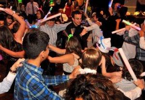 Dj Peter dancing woth kids